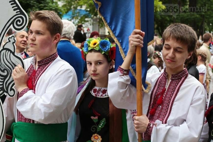 Праздник вышиванки: День национального костюма в Никополе, фото-1