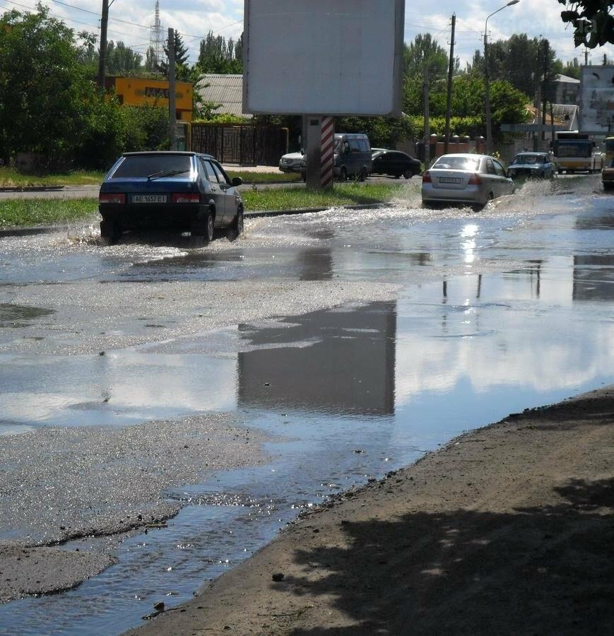 Потоп на проезжей части улицы в Никополе, фото-2
