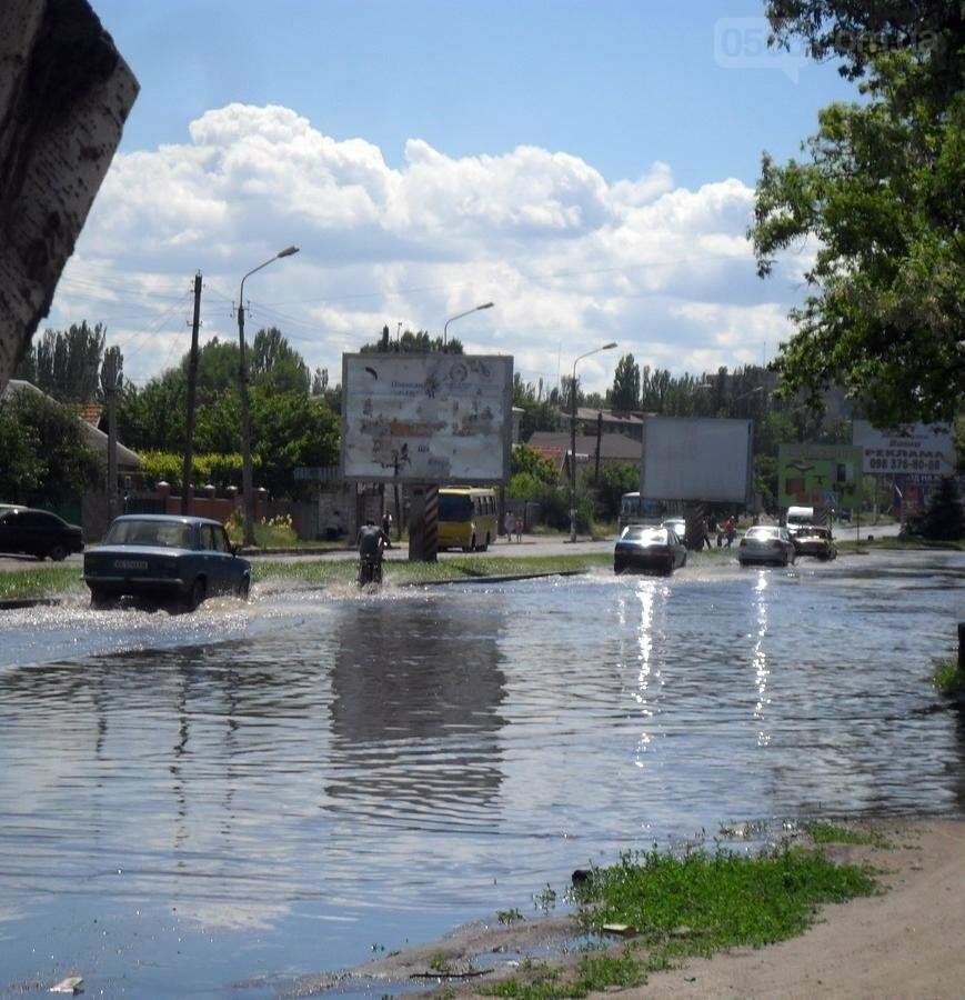 Потоп на проезжей части улицы в Никополе, фото-3