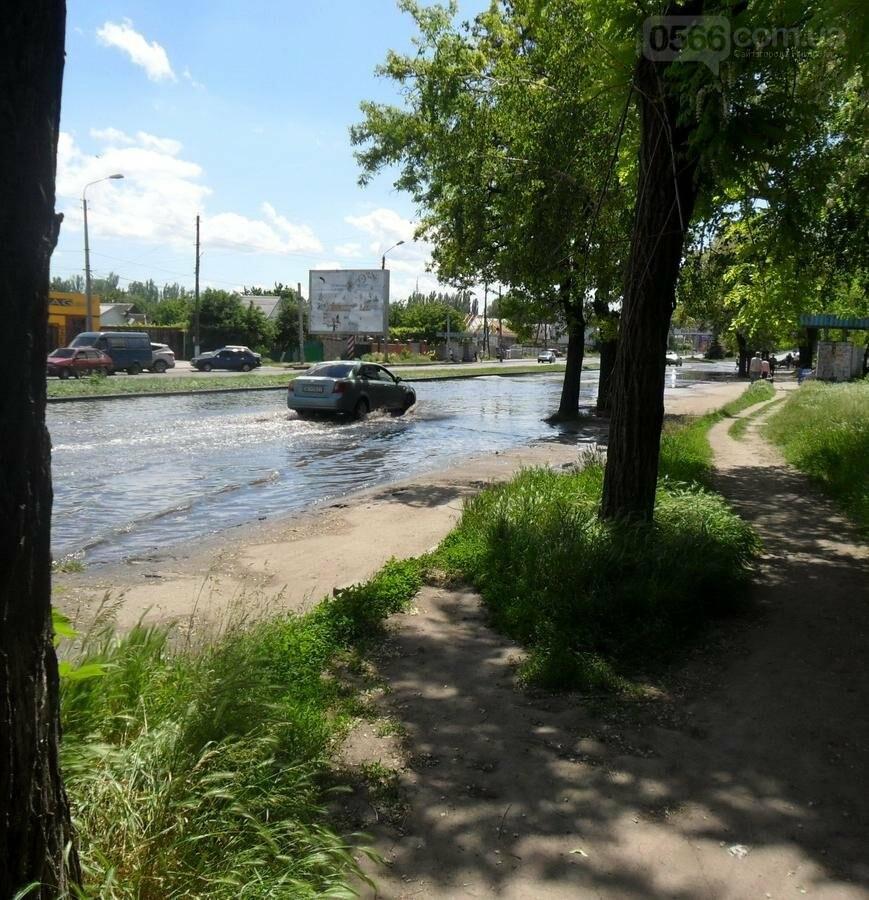 Потоп на проезжей части улицы в Никополе, фото-4