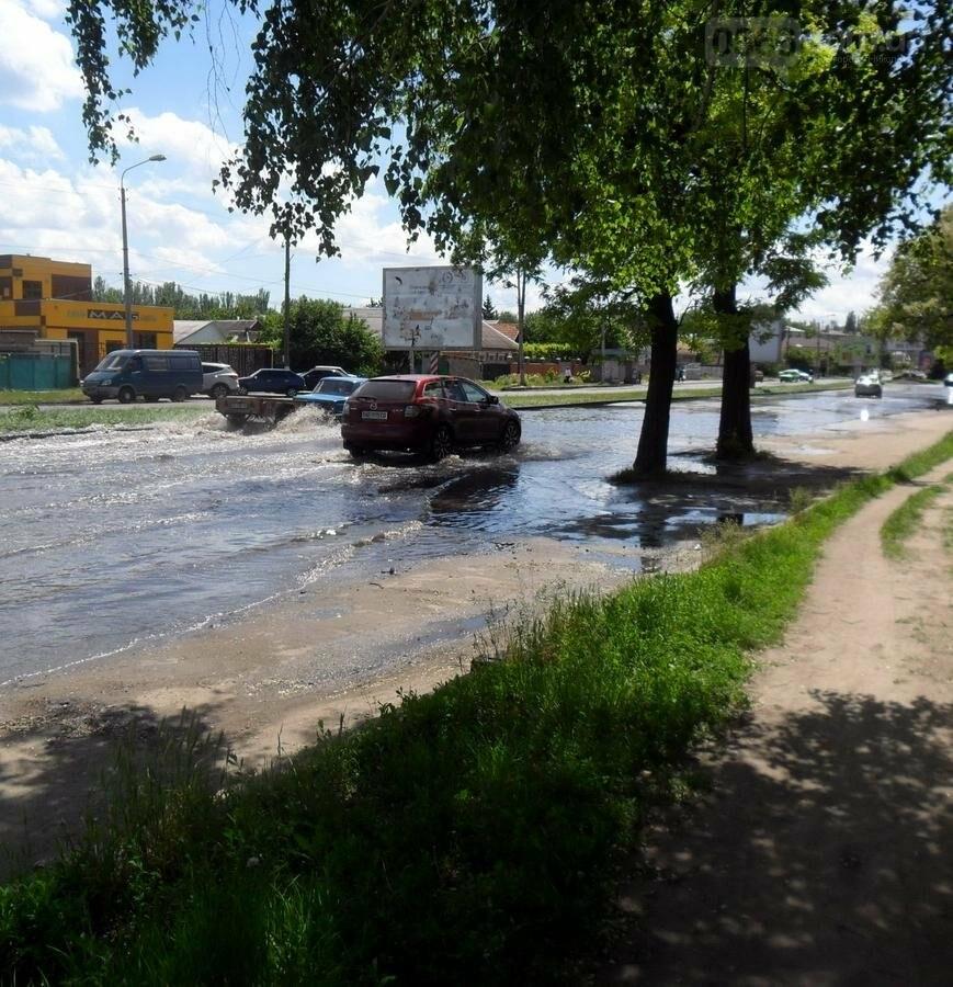 Потоп на проезжей части улицы в Никополе, фото-6