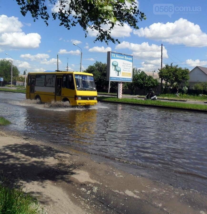 Потоп на проезжей части улицы в Никополе, фото-7