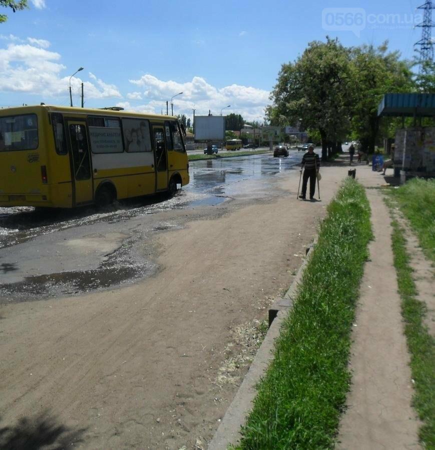 Потоп на проезжей части улицы в Никополе, фото-8