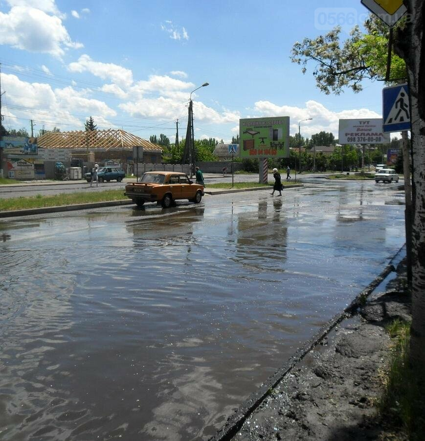 Потоп на проезжей части улицы в Никополе, фото-5