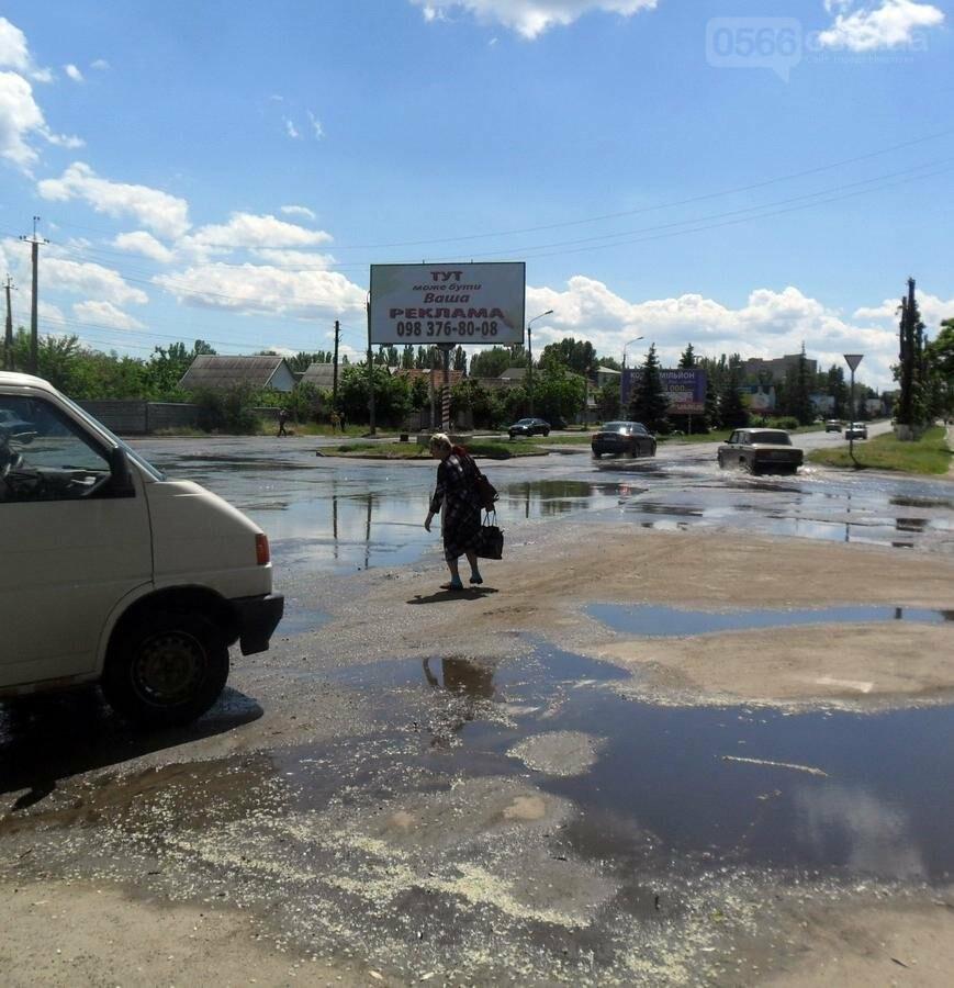 Потоп на проезжей части улицы в Никополе, фото-10
