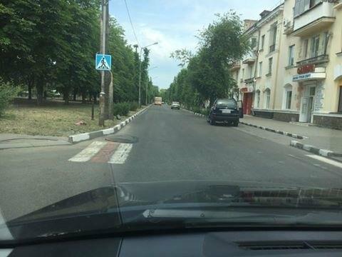 Куда уходят зебры: На перекрёстках Никополя без разметки пешеходных переходов нет, фото-1