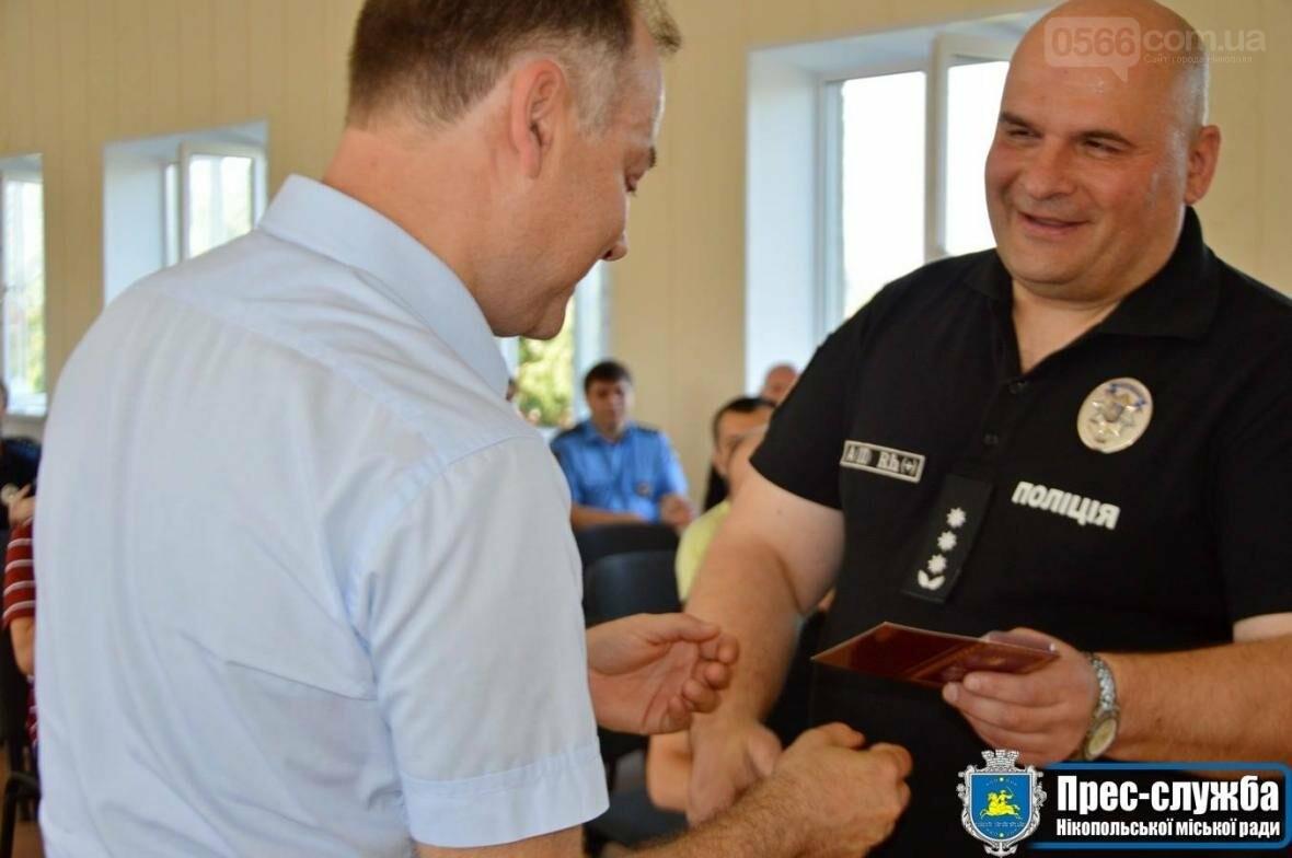 В Нікополі міський голова Андрій Фісак привітав правоохоронців зі святом, фото-1