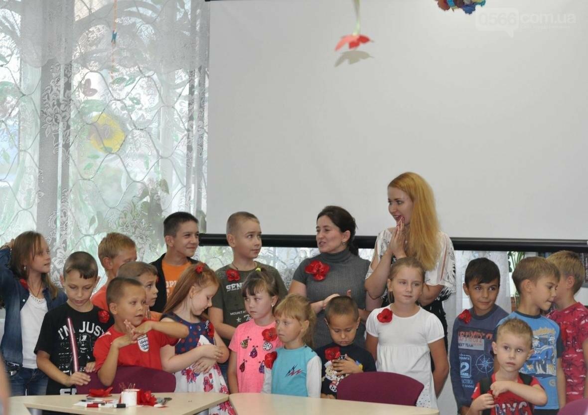 Підготовка до Дня Незалежності - майстер-клас з виготовлення українських квітів для діток переселенців, фото-1
