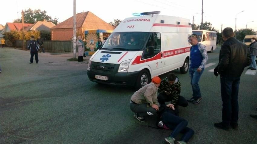 В Никополе водитель автомобиля Форд сбил девушку, фото-2