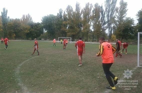 Нікопольські поліцейські, прокурори та військові грали у футбол , фото-1