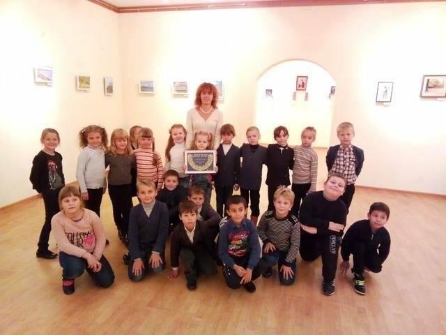 """Нікопольські школярі на виставці вишивки """"Легіт"""" , фото-1"""