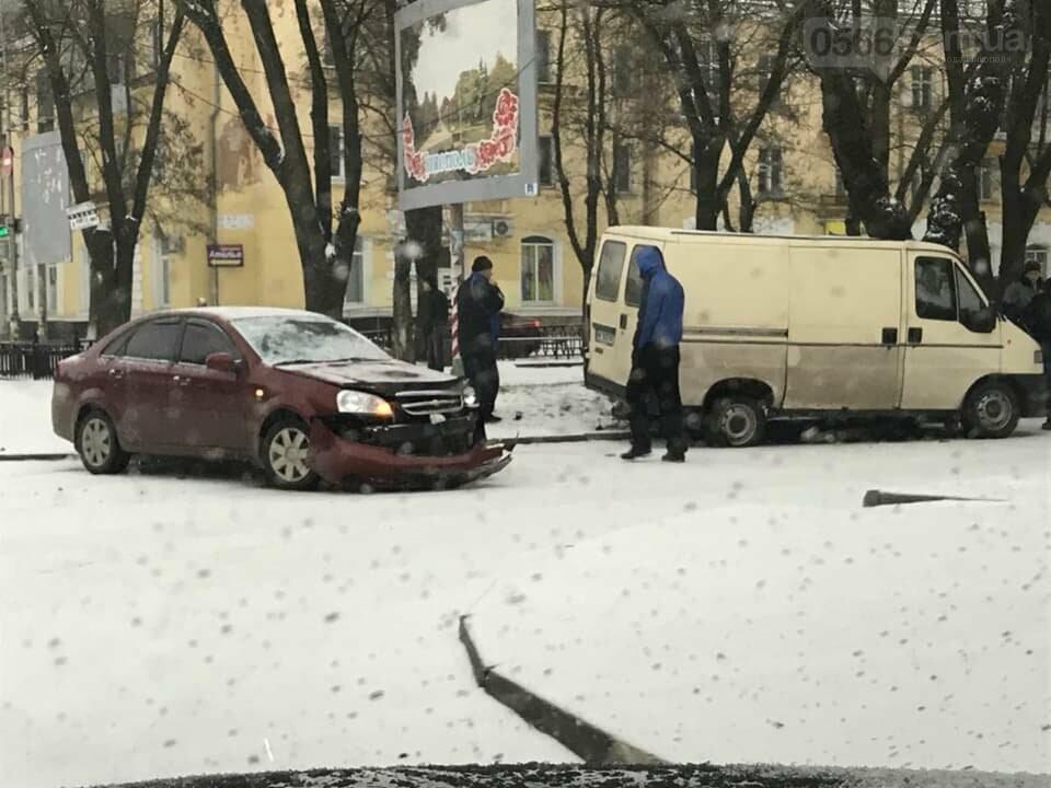 Снова снег и снова ДТП в Никополе, фото-1