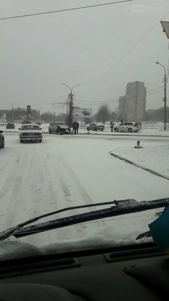 Снова снег и снова ДТП в Никополе, фото-3