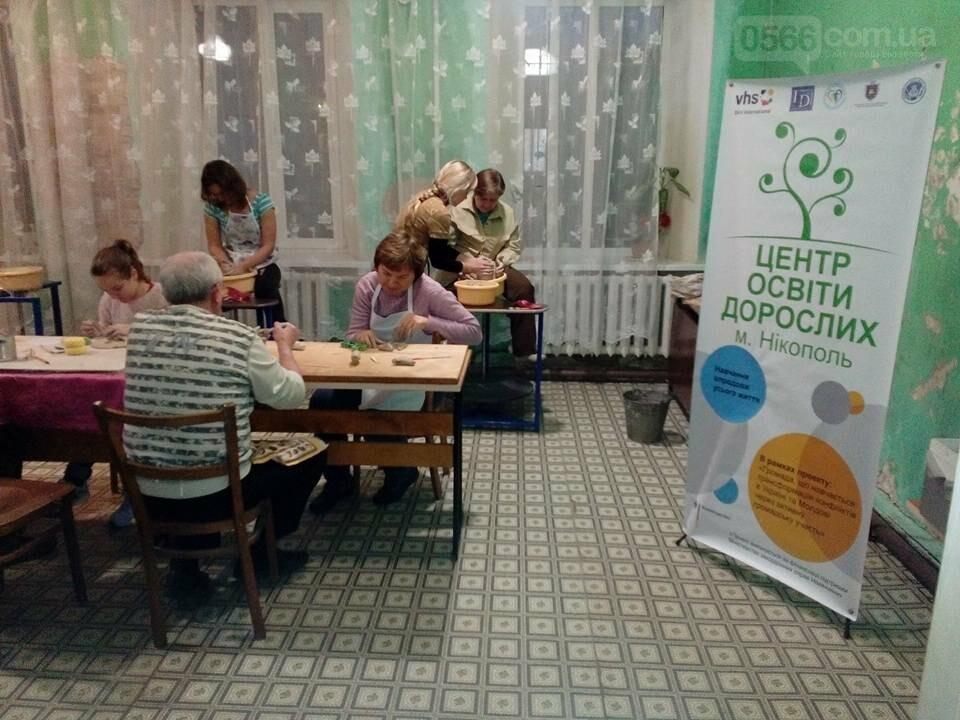 Дорослих нікопольців з нетерпінням чекає гончарна студія та художня майстерня , фото-3