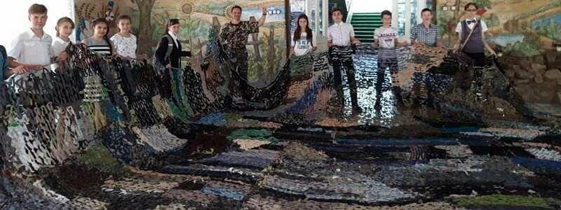 В Никополе в одной из школ ребята  соорудили маскировочную сетку для передовой, фото-1