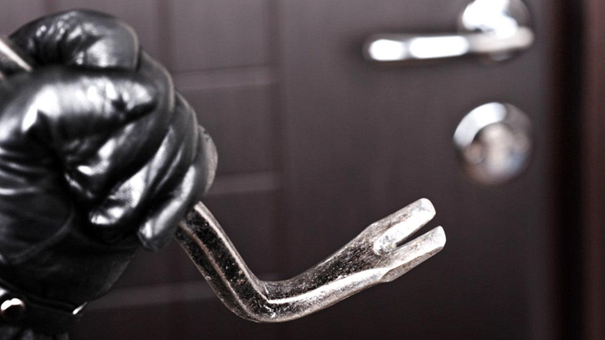 В Никополе на сумму свыше 15 тысяч гривен мужчина пытался украсть электроинструменты , фото-1